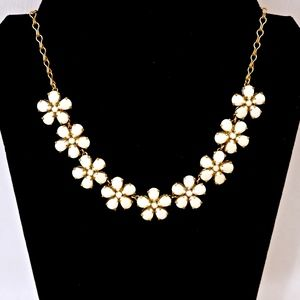KATE SPADE~fiorella~WHITE FLOWER NECKLACE~GOLD